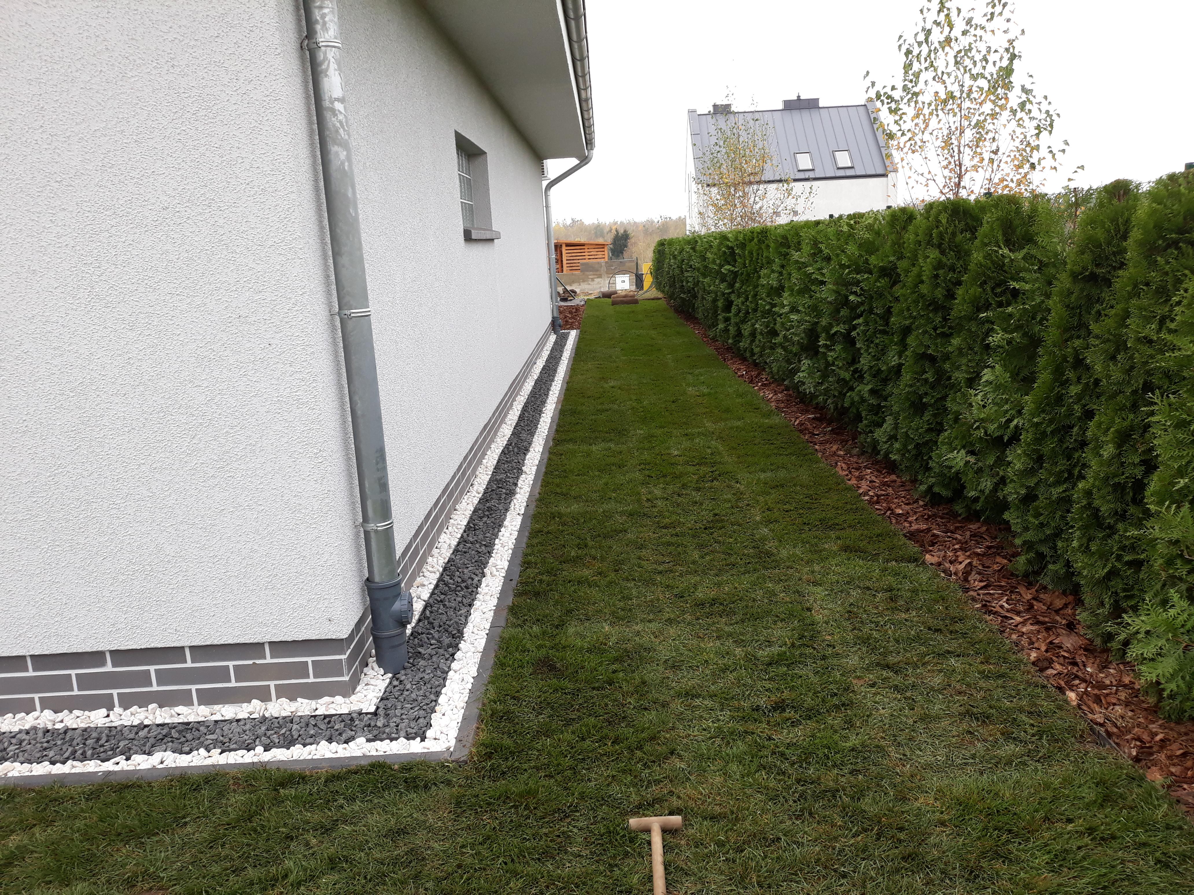 FlexiBorder for Grass /& Path 4.5cm High Lawn Edging Flexible Garden Border